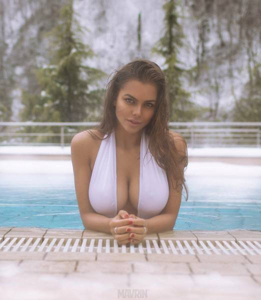 Девушки с шикарной грудью фото